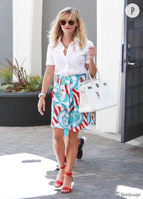 Reese Witherspoon dans un look estival et chic dans les rues de Beverly Hills le 21 août 2014.