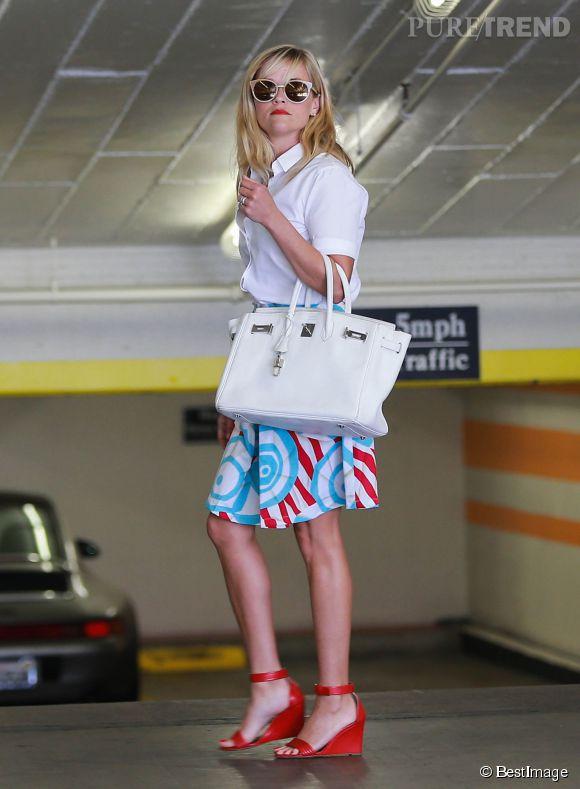 Reese Witherspoon dans un superbe look frais dans les rues de Beverly Hills le 21 août 2014.
