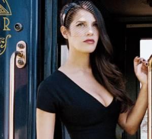 """Elisa Tovati super sexy sur la pochette de son dernier album """"Cabine 23"""" qui avait créé le conflit avec la SNCF."""