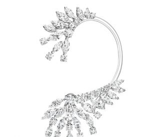 La collection Extremely de Piaget Boucles d'oreilles en or blanc 18 carats serties de 28 diamants taille marquise (environ 11,59 carats) et de 20 diamants taille brillant (environ 4,48 carats).