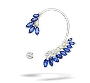 La collection Extremely de Piaget Boucles d'oreilles en or blanc 18 carats serties de 14 saphirs bleus taille marquise (environ 12,79 carats), de 3 diamants taille brillant (environ 1,94 carats) et de 6 diamants taille brillant (environ 1,25 carats).