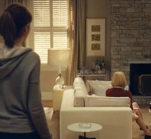 """Mais qui est cette femme qu'on voit de dos dans la bande-annonce de """"Une nouvelle amie"""" ? Il s'agit de... Romain Duris."""