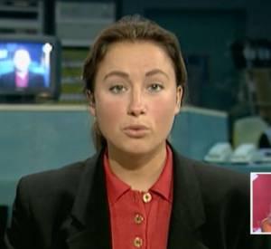 """Anne-Sophie Lapix sur le plateau de son premier JT... Une """"tête de hamster"""" qui a bien changé !"""