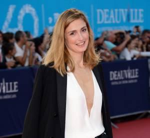 Julie Gayet pas si sage, son décolleté hallucinant à Deauville