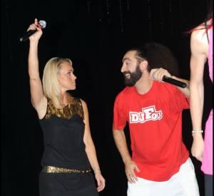 Cécile de Ménibus ne perd pas une occasion de montrer ses jambes, comme ici lors de la soirée des Trophées de la nuit en 2010.