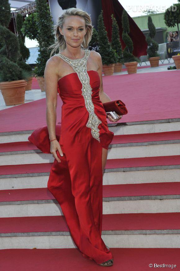 Cheveux au vent et robe fendue, Cécile de Ménibus a tout d'une star au Festival de la télévision de Monte-Carlo en juin 2012.