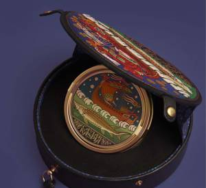 Olympia Le-Tan s'associe au légendaire restaurant parisien Caviar Kaspia pour une minaudière mode et utile, pouvant contenir et conserver une boîte de Caviar 125 grammes.