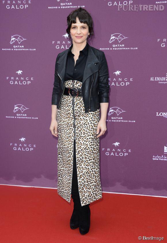 Juliette Binoche, marraine sexy du Prix de l'Arc de Triomphe à Longchamp, le 5 octobre 2014.