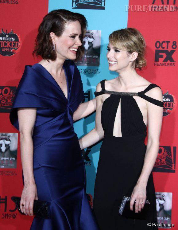 Emma aux côtés de Sarah Paulson.