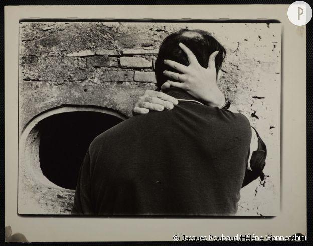 Photo Alix Cléo Roubaud, Le Baiser. [Saint-Félix, 1980]. Épreuve argentique. BnF, Estampes et photographie.