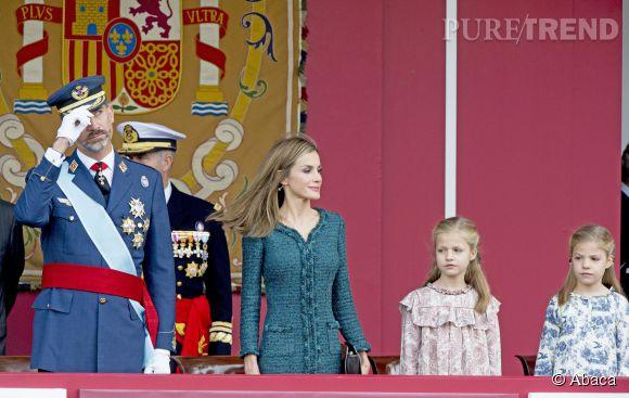Le roi Felipe, la reine Letizia et leurs filles Leonor et Sofia, lors de la très solennelle parade militaire de la fête nationale.