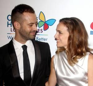 """Natalie Portman et Benjamin Millepied, radieux au Gala """"Noche de Niños"""" à Los Angeles."""
