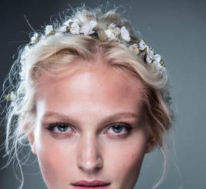 Coiffure : comment faire un chignon avec un headband  ?