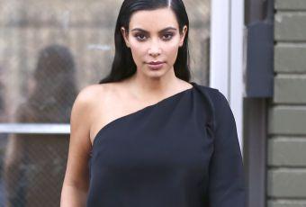Kim Kardashian, un fessier en or et un look terriblement glamour
