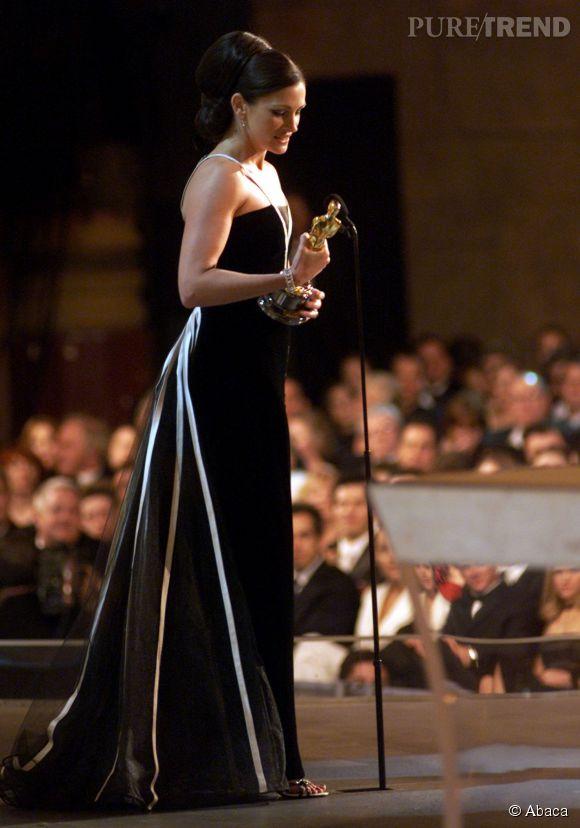 Julia Roberts aux Oscars 2001 en Valentino.