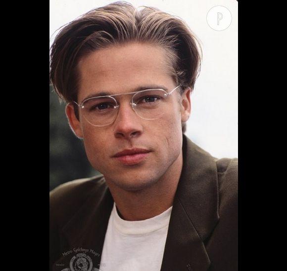 """Les pires looks de Brad Pitt au ciné. Comme ici, dans """"The Favor"""" où le gel et les lunettes à fines branches lui donnent des airs de prof de philo."""