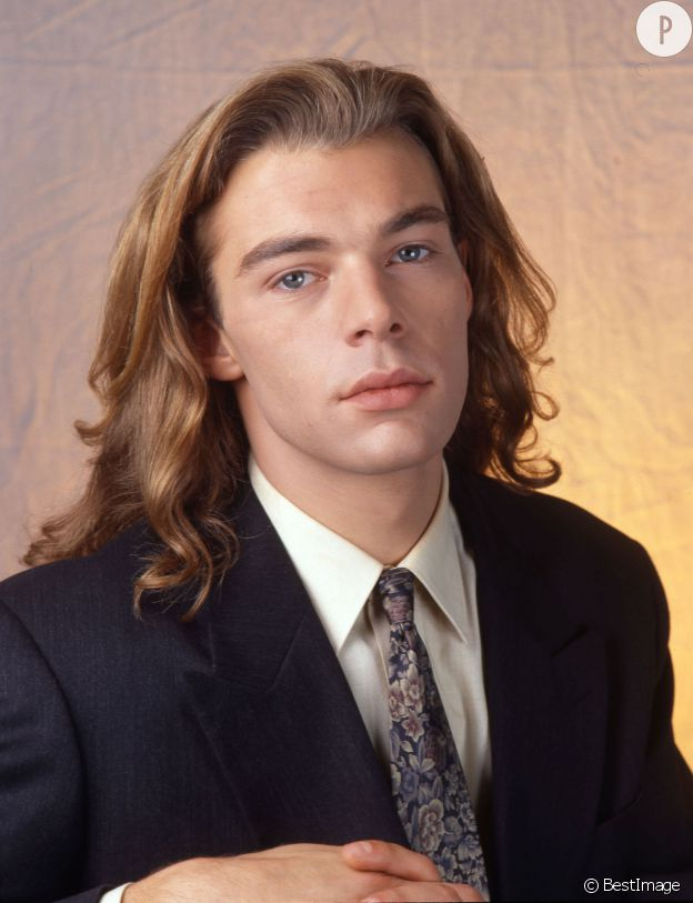 beau gosse cheveux longs