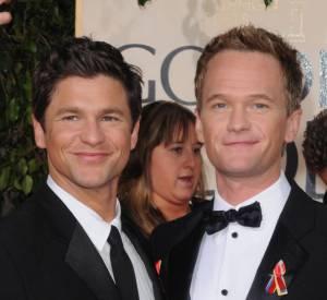 """Neil Patrick Harris et David Burtka, dans la quatrième saison d'""""American Horror Story""""."""