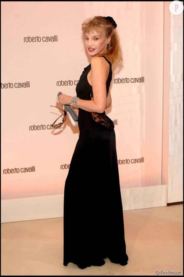 Arielle Dombasle sexy et mince