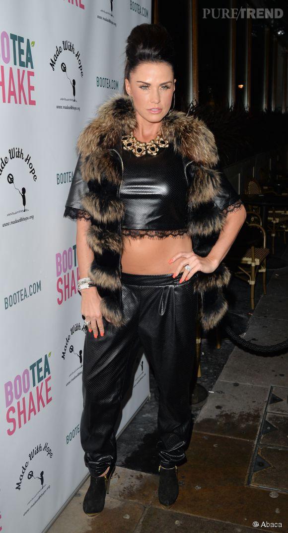 Katie Price imite le style de Rihanna.