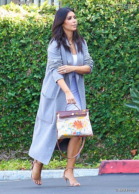 Kim Kardashian et son sac gribouillé par North.