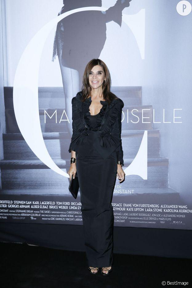 """Carine Roitfeld en Givenchy à la projection """"Mademoiselle C"""" à Paris le 1er octobre 2013."""