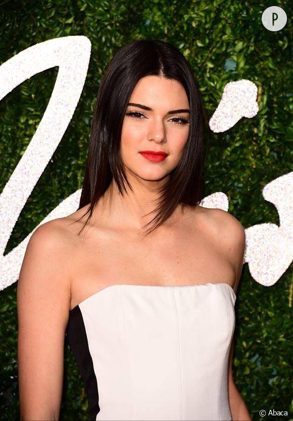 Kendall Jenner accusée d'avoir utilisé Photoshop pour un cliché Instagram.