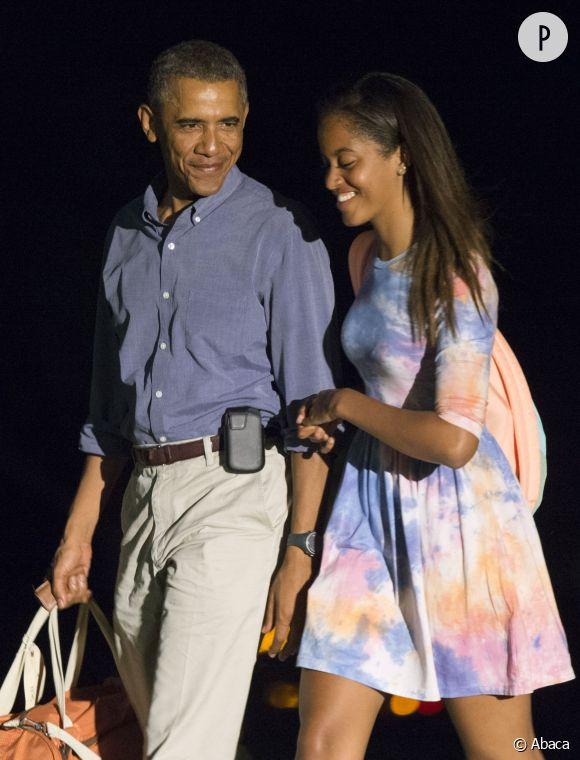 Malia Obama et son père. Et si la jeune fille en avait marre des fonctions de son président de papa ? Tout ce qu'elle veut, c'est faire des selfies en paix comme toutes les filles de son âge !