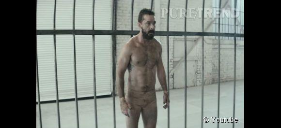"""Shia LaBeouf, presque nu dans le clip de Sia, """"Elastic Heart""""."""