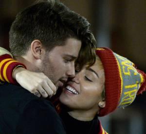 Miley Cyrus et Patrick Schwarzenegger sont du coup à la fois ensemble et belle-soeur, beau-frère. Etrange situation familiale !