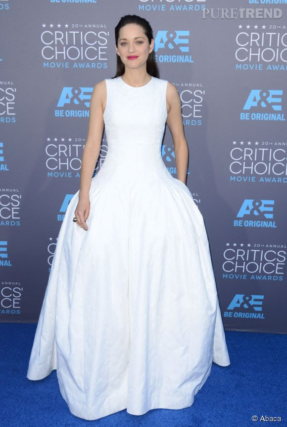 Marion Cotillard en blanc immaculé aux Critics Choice Movie Awards, hier.