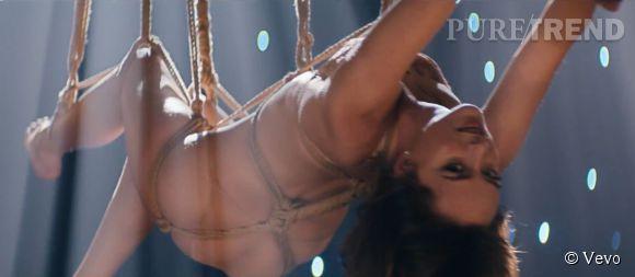 "Dakota Johnson, attachée et en lévitation dans le clip ""Earned It"" de The Weeknd."