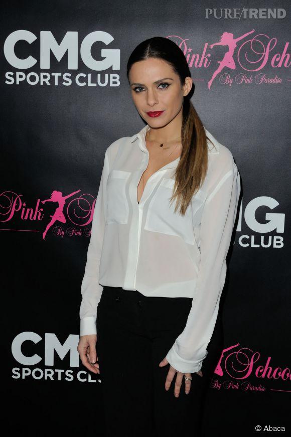 Clara Morgane en chemise blanche hier soir lors d'une soirée organisée à CMG Sports Club, à Bastille.