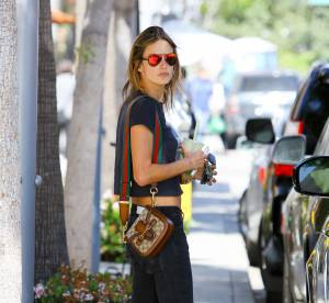 Alessandra Ambrosio : combo choc de cropped top et skinny jean... A copier !