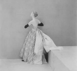 Cristóbal Balenciaga, robe de grand soir en dentelle de Dognin, 1951. Griffe BALENCIAGA (Paris).
