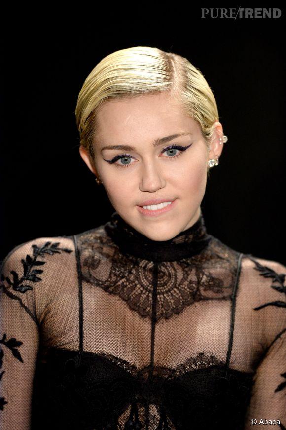 Toujours aussi provocante, Miley Cyrus se met toute nue dans son bain sur Instagram.