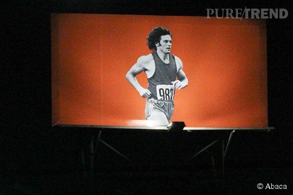 Bruce Jenner, un athlète de décathlon qui a battu des records mondiaux dans sa discipline.