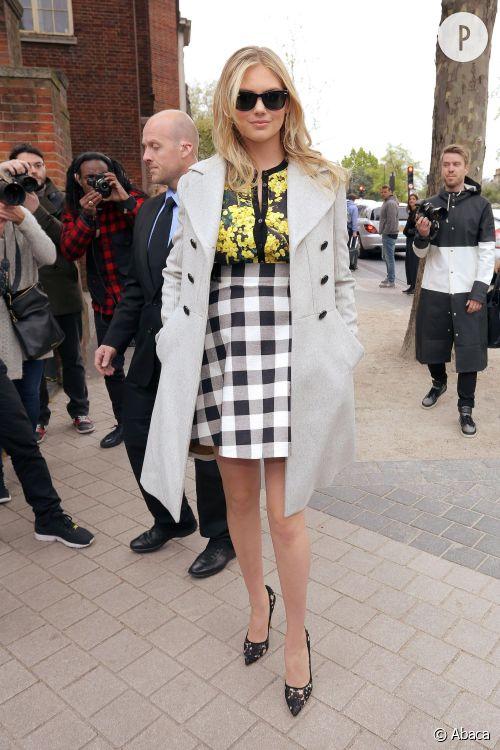 Kate Upton arrive au Vogue Festival à Londres dans une tenue signée Dolce &Gabbana, dimanche 26 avril 2015.