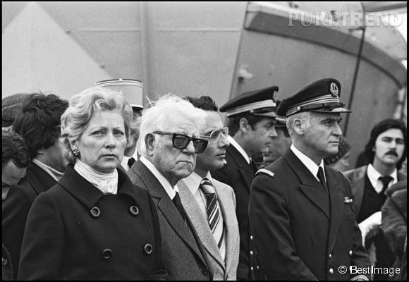 Jean Gabin aux côtés de sa dernière épouse, Dominique Fournier, la mère de ses trois enfants.