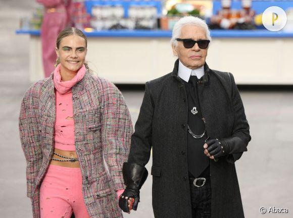Karl Lagerfeld et Cara Delevingne lors du défilé de la collection Chanel, Automne-Hiver 2014-2015.
