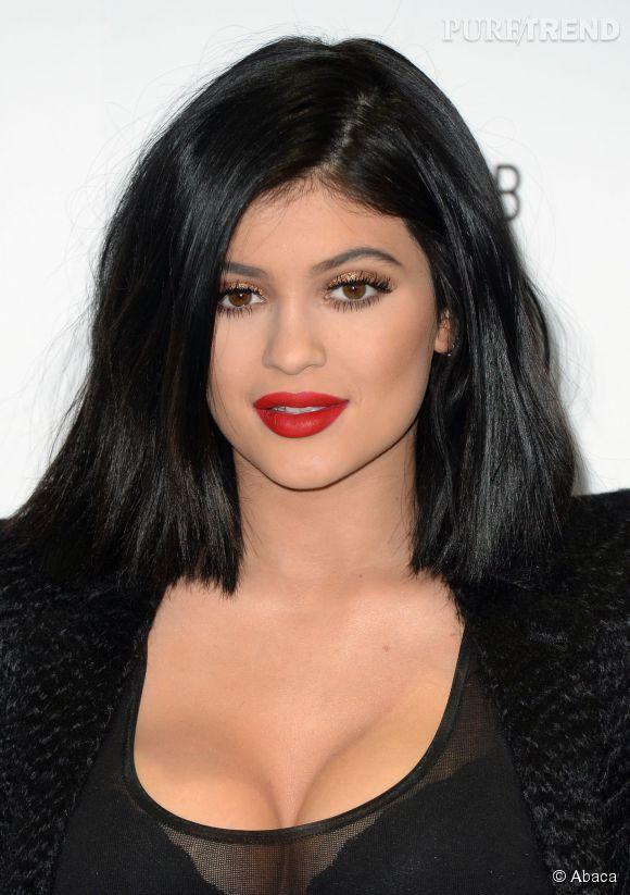 Connu Kylie Jenner et ses fausses lèvres : ses soeurs Kim et Kendall s  EU37