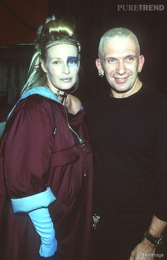 Estelle Lefébure avec Jean Paul Gaultier en 1995.