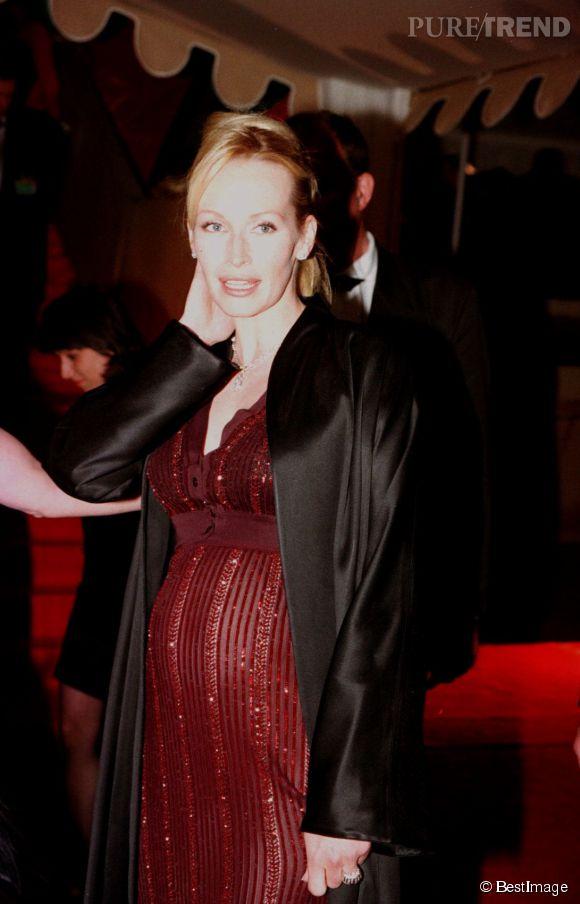 Estelle Lefébure, enceinte de son deuxième enfant lors Festival de Cannes en 1997.