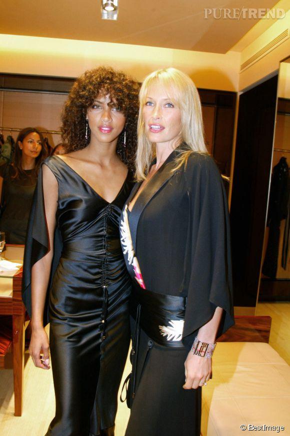 Estelle Lefébure et Noémie Lenoir pour l'inauguration d'une boutique Gianfranco Ferre à Cannes en 2003.