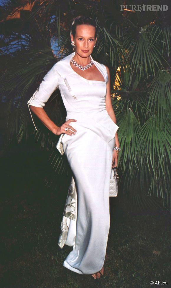 Estelle Lefébure au bal de la Croix Rouge de Monaco en 2000.