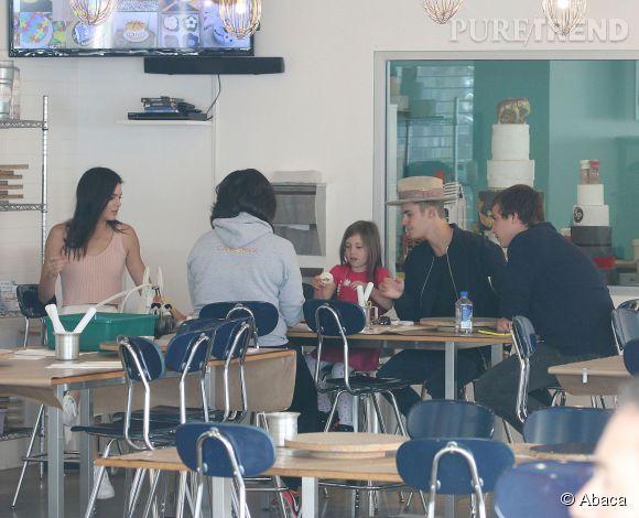 Le 4 avril dernier, Kendall Jenner a accompagné Justin Bieber et sa petite soeur à un atelier pour enfants.