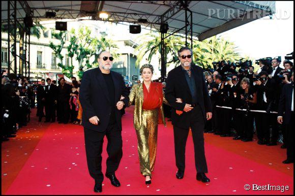 Catherine Deneuve ose l'ensemble à paillettes dorées au Festival de Cannes 2000.