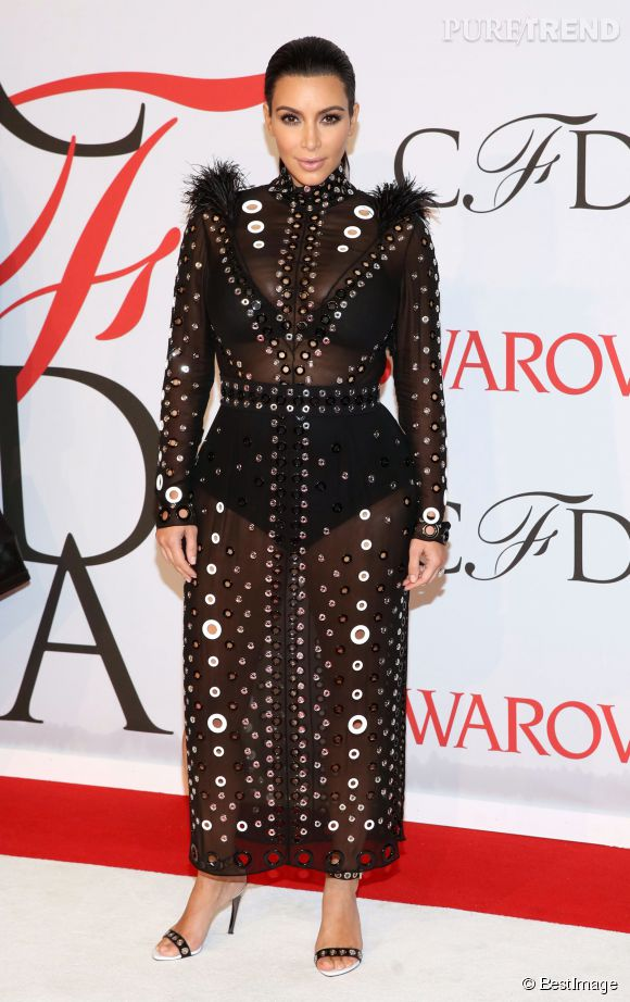 Kim Kardashian porte une robe signée Proenza Schouler lors des CFDA Fashion Awards, le 1er juin 2015 à New York.