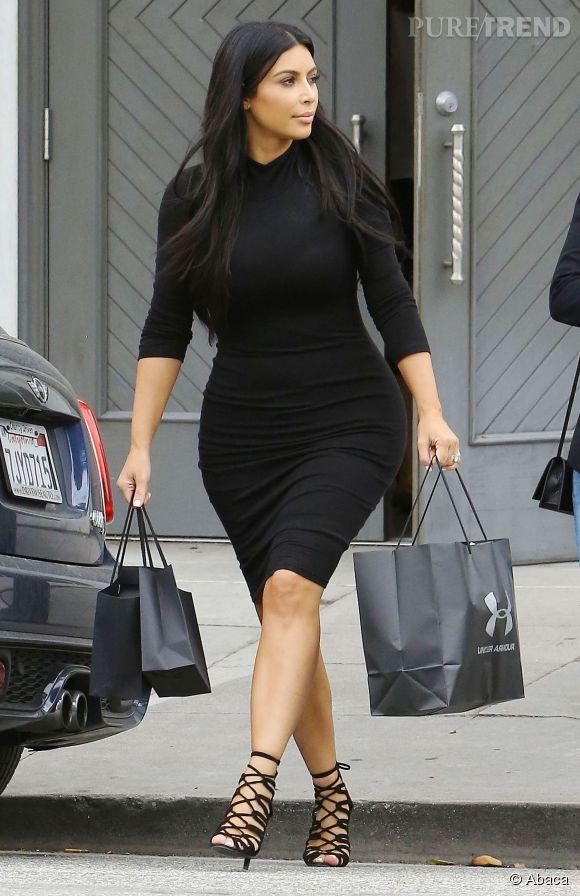 Kim Kardashian sur son 31 pour une journée shopping entre copines à Beverly Hills le 9 juin 2015.