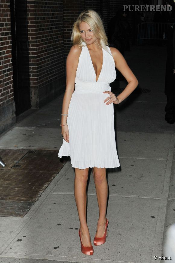 Kate Upton cultive parfaitement sa ressemblance avec Marilyn Monroe.